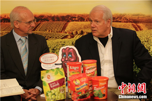 Jim Painter speaks on the nutritional value of California Raisins